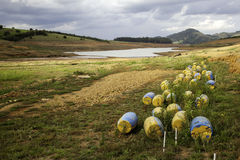 Sol de sécheresse dans le barrage brésilien de cantareira images libres de droits