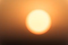 Sol Defocused durante o nascer do sol Fotografia de Stock Royalty Free