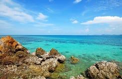 Sol del arena de mar y playa de la piedra Imagenes de archivo
