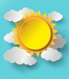 Sol del vector con el fondo de las nubes Fotografía de archivo libre de regalías