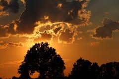 Sol do couro cru das nuvens imagem de stock