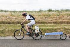Sol- driven cykel - sol- kopp 2017 Arkivbilder