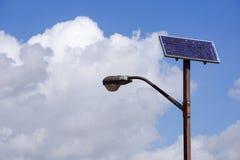 Sol- driven gataljuspol, San Jose, Kalifornien royaltyfri fotografi
