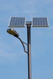 Sol- driven lampstolpe Arkivfoto