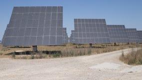 sol- ekologiska elektriska moderna paneler några levererar Arkivfoton