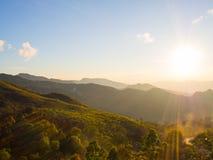 sol en la montaña Imagenes de archivo
