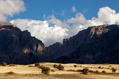 Sol en las montañas Imágenes de archivo libres de regalías
