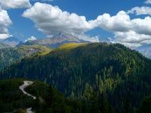 Sol en las montañas imagen de archivo libre de regalías