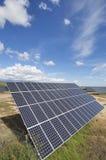 sol- energifält Arkivfoton
