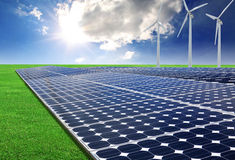Sol- energipaneler och windturbin royaltyfria bilder