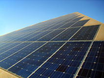 sol- energipyramid Arkivfoton