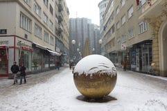Sol/escultura puestos a tierra de Ivan Kozaric fotografía de archivo