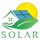 Sol- för huslogo för elektricitet energi driven symbol royaltyfri illustrationer