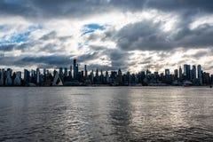 Sol för New York City horisontmorgon royaltyfri bild