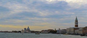 Sol för Venedig Italien kanalsommar royaltyfri bild