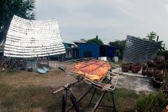 Sol--grillat griskött från ett exponeringsglas Arkivfoto