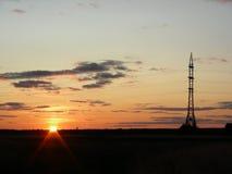 Sol i fältsolnedgången Royaltyfri Bild