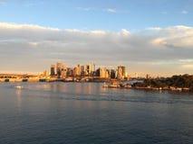 Sol kysst cityscape Arkivbilder