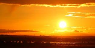 Sol- lantgårdsolnedgång royaltyfri fotografi