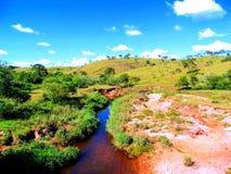 Sol levante del tributario di Guanhães del fiume del dolce del fiume immagini stock