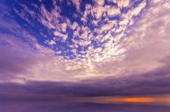 Sol maravilloso sobre la superficie sedosa del océano Imagen de archivo libre de regalías