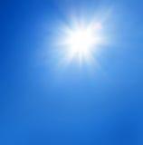 Sol med blå himmel Royaltyfri Fotografi