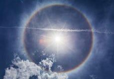 Sol med den runda regnbågen Arkivbild