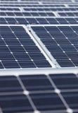 sol- moderna paneler Arkivbilder