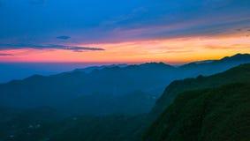 Sol naciente de la cumbre de una en Taiwán fotos de archivo libres de regalías