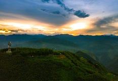 Sol naciente de la cumbre de una en Taiwán imágenes de archivo libres de regalías