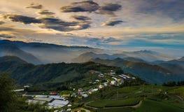 Sol naciente de la cumbre de una en Taiwán fotografía de archivo libre de regalías