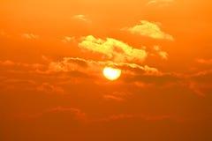 Sol nebuloso. Imagens de Stock