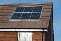 sol- nya paneler för byggandehus Fotografering för Bildbyråer