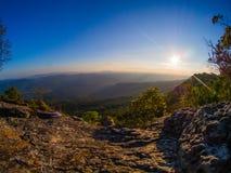 Sol- och bergsikt Royaltyfria Foton