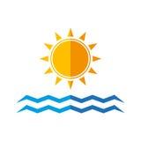 Sol- och havsvågor Arkivbilder