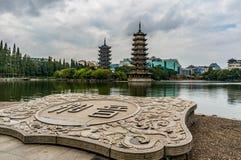 Sol- och månepagoder i Guilin Royaltyfria Bilder