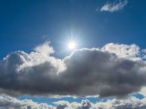 Sol och moln i himlen Royaltyfria Foton