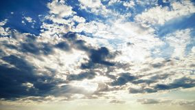 Sol- och molnnaturbakgrund Timelapse arkivfilmer