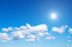 Sol på blå himmel med linssignalljuset Fotografering för Bildbyråer