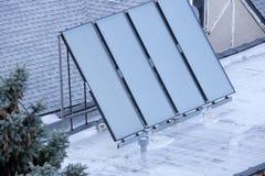 Sol- panel på rooofen Royaltyfria Foton