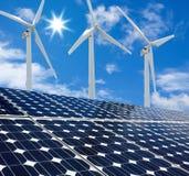 Sol- paneler och solig dag för Windturbiner Royaltyfri Foto