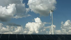 Sol- paneler och windgeneratorer lager videofilmer