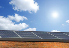 sol- panelsky royaltyfria bilder