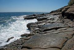 Sol- reflexioner på vågorna av Blacket Sea Royaltyfri Foto