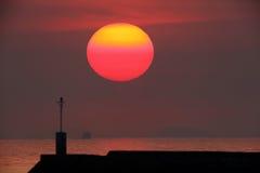 Sol rojo grande Imagen de archivo