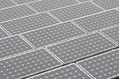 sol- rooftop för plana paneler Arkivbilder