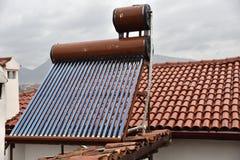 Sol- samlare för värmerör på taket Royaltyfri Fotografi
