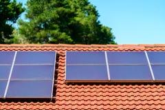 sol- smutsiga paneler royaltyfri bild