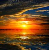 Sol sobre el agua Fotos de archivo