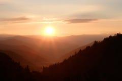 Sol sobre las montañas Imagen de archivo libre de regalías